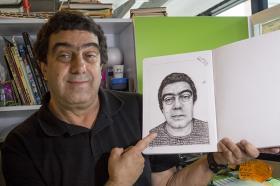 """El profesor Pedro Duque es egresado tadeísta y docente del programa desde hace más de 20 años. """"Aquí he llorado, he tenido alegrías, he sufrido novias"""", confiesa entre risas."""