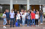 Estudiantes nuevos en el Patio de Banderas de la U Tadeo Caribe